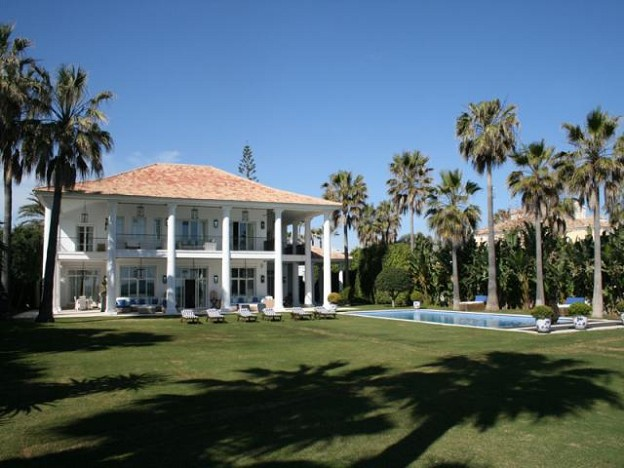 Guadalmina Beachfront Villa